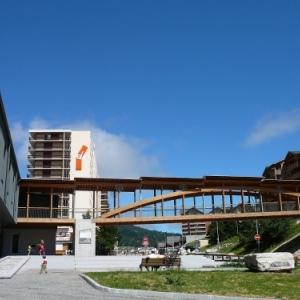 Le Centre d'Information, Bureau de Poste, Garderie, Salle de spectacle, ...