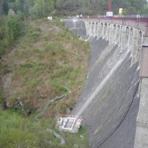 Le mur du barrage ( cote vallee )