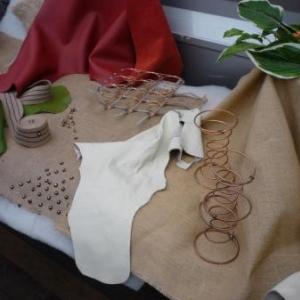 Les Garnisseurs reunis : les differents materiaux intervenant dans la confection