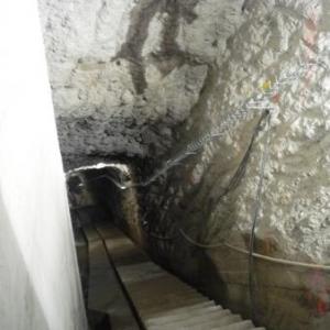 Escalier d' entree dans le mur du barrage