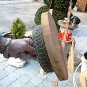 La poulie de rotation : une roue de tondeuse