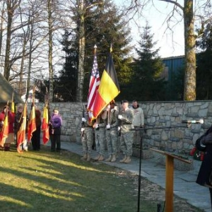 L'emouvante interpretation des hymnes americain et belge