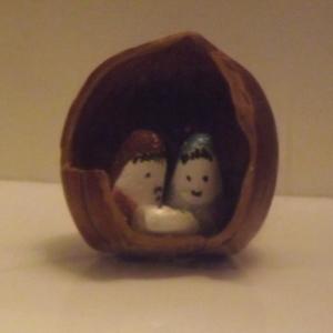 Collections de M. et Mme Caucheteux : creche dans une coquille de noix