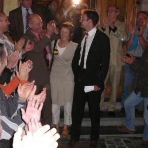L'ancienne equipe ( les Echevins Gillis et Gentges, ainsi que l'ancien bourgmestre JP Bastin ) acclames lors de leur sortie de l'Hotel de Ville