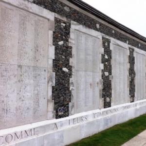 Les noms de 34 863 soldats britanniques  representent l'« excedent » de la Porte de Menin