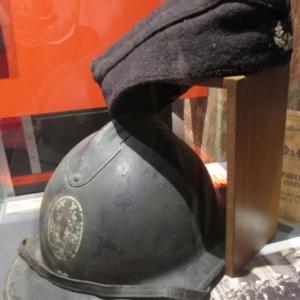 Casque et beret d'un soldat wallon de la Brigade wallonne