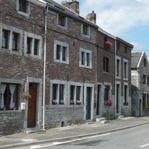 Dans la rue principale du village
