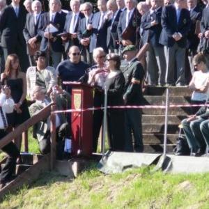 La prise de parole de Mme Tomson, petite-fille de Louis NOE, un des soldats retrouves grace a son alliance