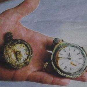 Les montres retrouvees sur deux squelettes