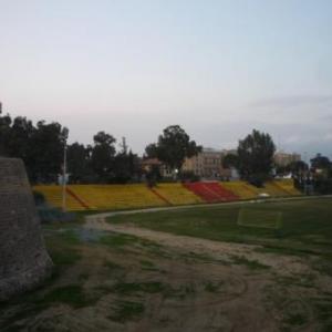 Stade de football sous la tour de l' ONU