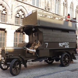 Un bus transporteur de troupes