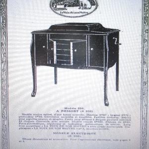 ( Photo 3 ) Dans le catalogue « La voix de son maître » de 1923, le modèle 250 « à double ressort, frein automatique,