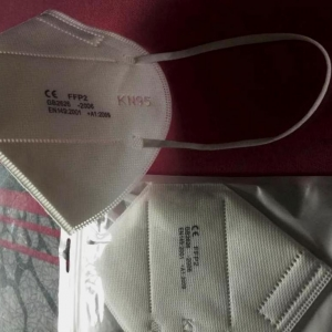 Masques ffp2 en vente 13 euros la boite de 50  à Shanghai