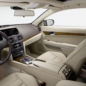 Une Mercedes E-Klasse Coupé dans le Sud de l'Angleterre.