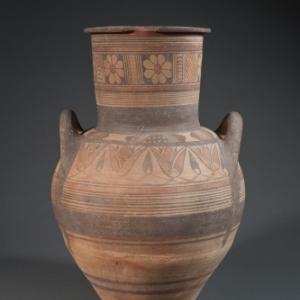 Amphore archaique a decor inspiré de l Orient et de l Egypte frise de fleurs de lotus, vers 600 av. J.C.