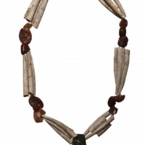 Collier aux coquillages et aux perles de cornaline. Khirokitia. Epoque neolithique.