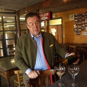 Brasserie Malheur, servi par le propriétaire
