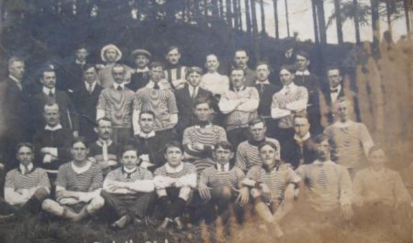 Photo historique: le club de football de Houffalize, en 1916