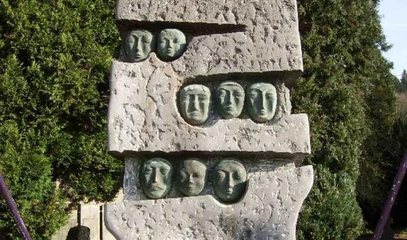 Houffalize. Monument aux victimes civiles de l'Offensive