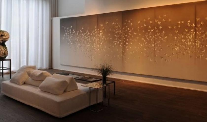 Sur le mur du fond, les papillons de (c) Claudio Parmiggiani