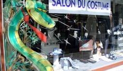 mantes la jolie, peinture sur vitrine pour le festival de la bande dessinee par Jean-Marie Lesage