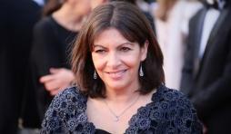 Anne Hidalgo a-t-elle tricote elle-meme son poncho?