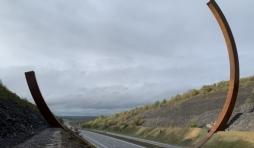 L'Arc Majeur : quand l'art défie la technologie (autoroute E411/A4, Km 99)