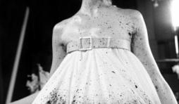 "La photographe ANN RAY expose "" GRAVITAS - Lee Alexander McQueen by Ann Ray"" à Bruxelles"
