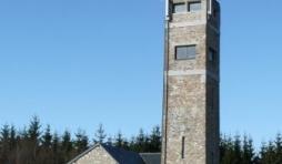 La tour de Botrange, construite en 1934, est haute de 718 m