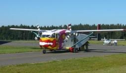 Avion charge du transport des parachutistes