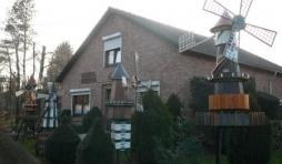 La facade du 2 route de Troisfontaines a Tiege