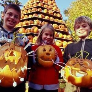 Enfants et masques d'halloween
