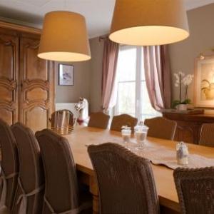 Ambiance moderne et meuble ancien