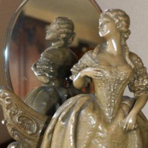 statue et miroir