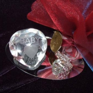 coeur baby avec sucette sur miroir 3.25 larg 9 cm haut 3.5 cm