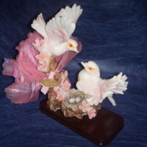 colombes sur socles 4.40 euros h 15 cm