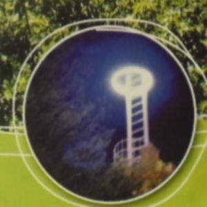 L'ancien eclairage au sommet du donjon, luminosite differente
