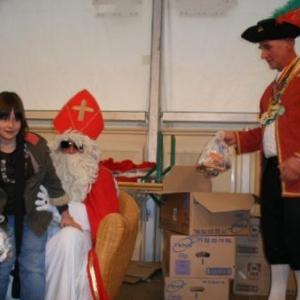34. St-Nicolas distribue ses friandises