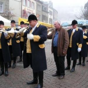 6. l'aubade du Bien aller; devinez qui n'a pas eu le temps de s'habiller? C'est cela, le folklore houffalois!