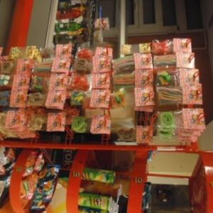 La night boutique: rayon sucreries. Cheap cheap.
