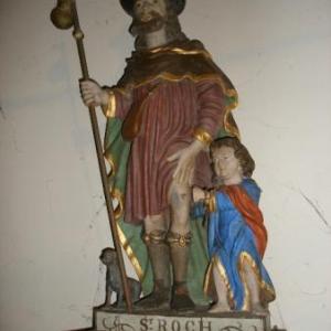 Le joyau: une statue polychrome de saint Roch avec tous ses  attributs.