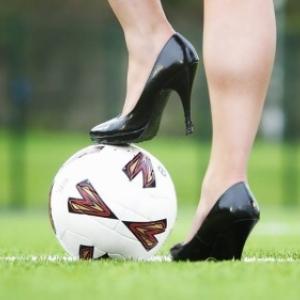 Les femmes au foot.