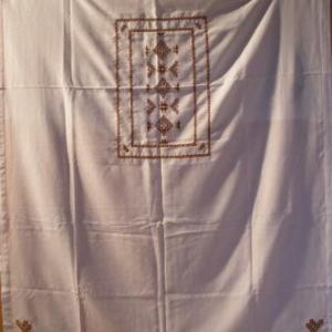 49. nappe 1x1m, avec 4 serviettes, broderie masloul (32 euros)