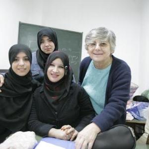 Simone avec les monitrices de son centre de formation, dans la Casbah d'Alger