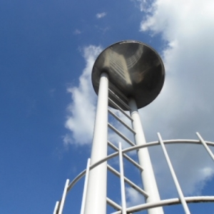 L'ancienne tour, les deux echelles venant de l'infiniment bas à l'infiniment haut. On peut imaginer des nutons...