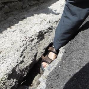 Le pied de l'auteur, par lui-meme, sur ce qui tient lieu de trottoir (et de piste cyclable? ).