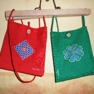 27. petits sacs, en broderie masloul (12 euros)