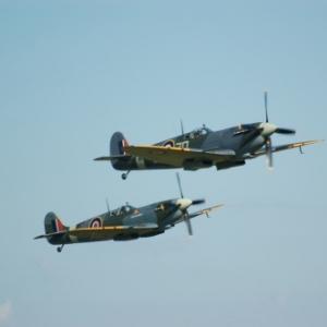 Deux Spitfires Mk IX