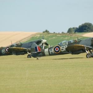 Spitfire Mk IX et Spitfire IX (biplace)