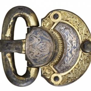 Boucle de ceinture, Kölked (Hongrie), 1e moitié VIIe siècle, bronze doré, argent et nielle, HNM